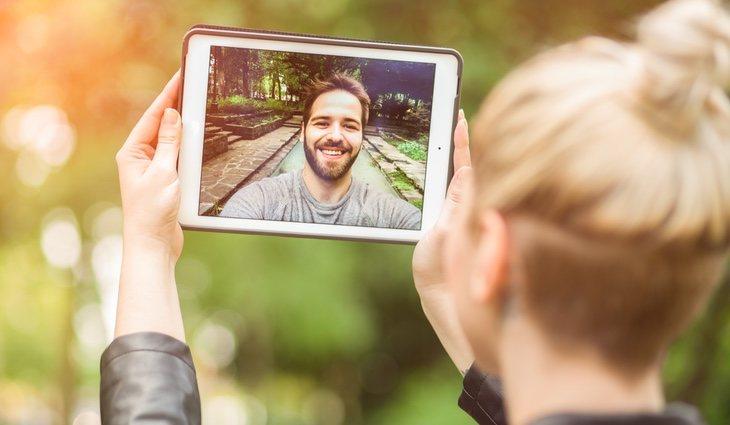 Debes aprovechar las nuevas tecnologías para hablar con tu pareja