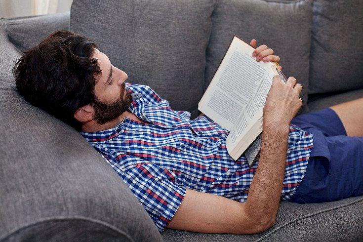 Leer es una actividad que te ayudará a desconectar de los problemas
