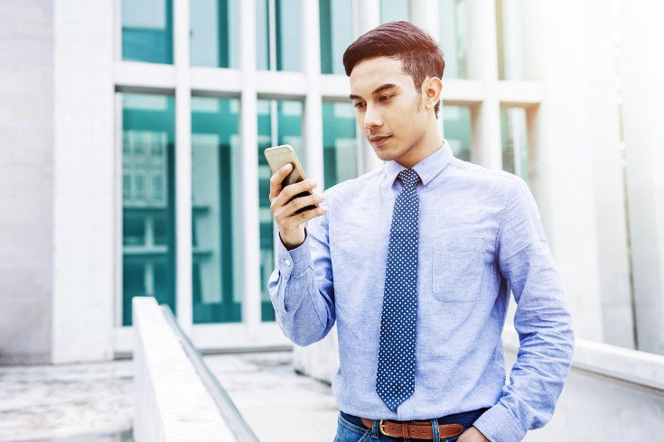 Si mirar las redes sociales interfiere en tu trabajo o estudios, puedes tener un problema