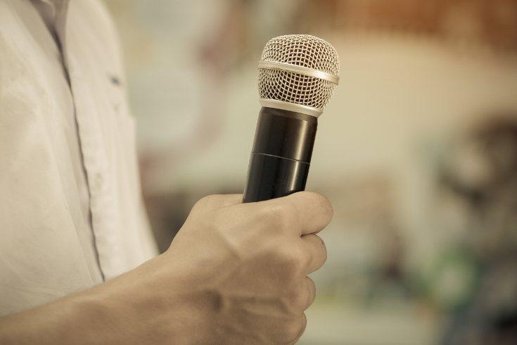 Es normal sentir miedo a hablar en público, pero se va quitando con la experiencia