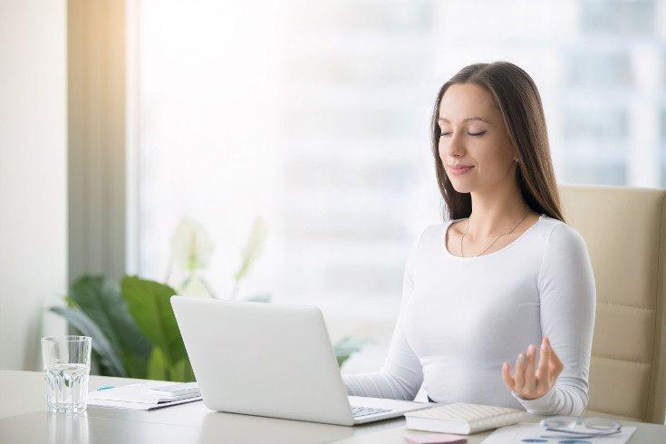 Las técnicas de relajación te ayudarán a superar el estrés, pero también necesitas asumir menos cargas