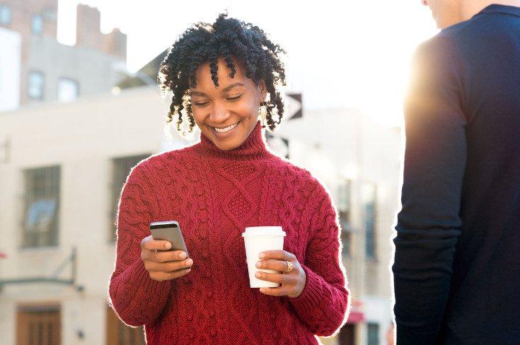 ¿Utilizas el móvil incluso cuando estás hablando con otras personas?