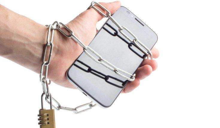 Las personas con nomofobia muestras irritabilidad y ansiedad cuando no pueden disponer del móvil
