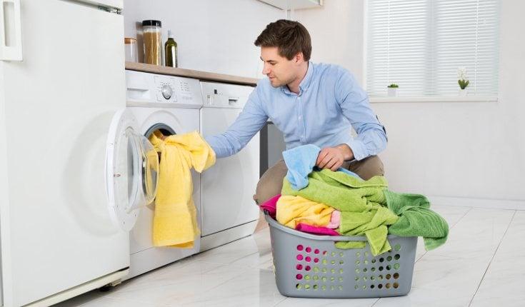 Las parejas que comparten tareas son más felices