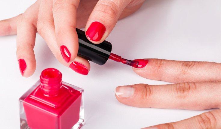 Intenta mantener las uñas cuidadas para disuadirte ante la tentación de moderlas