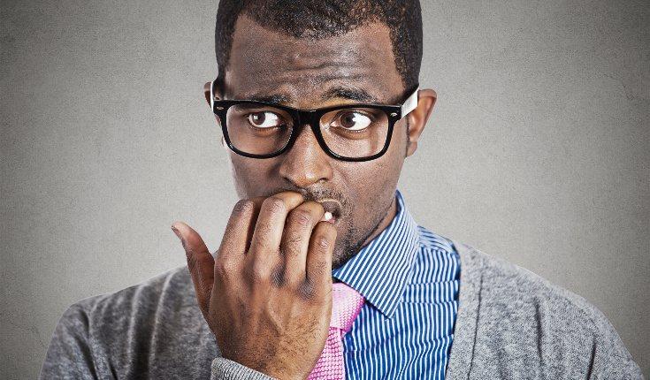 Morderte las uñas no sólo daña esa parte del cuerpo, sino también tus dientes