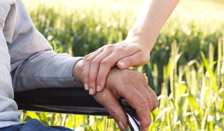 El cuidado de las personas con Alzheimer es generalmente realizado por una persona en solitario