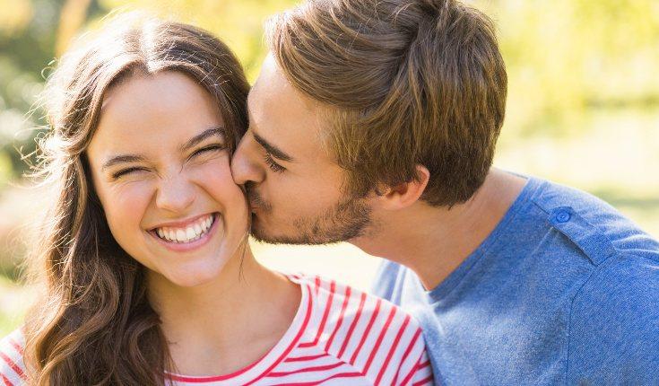 Un tipo de poliamor frecuente consiste en tener parejas simultáneas de igual estatus
