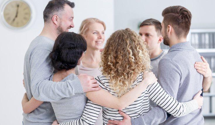 Apóyate en tu familia y amigos, también te ayudará hablar con personas que también se han rehabilitado