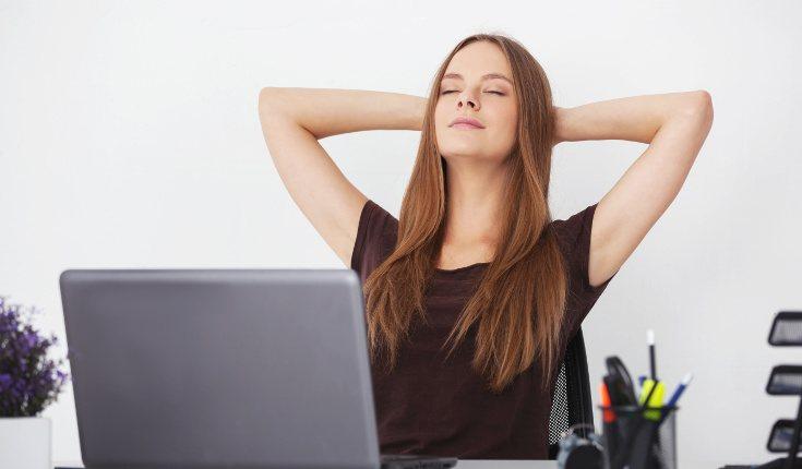 Tómate unos minutos para relajarte cuando algo te esté estresando en el trabajo