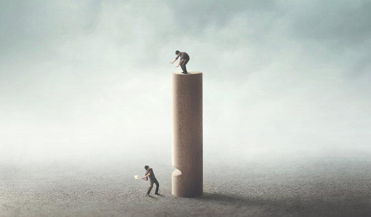 Las personas envidiosas no se alegran de nuestros aciertos, sino de nuestros fracasos