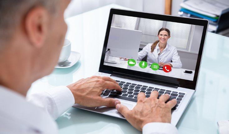 La terapia online nos facilita acudir al psicólogo cuando no tenemos medios para hacerlo físicamente