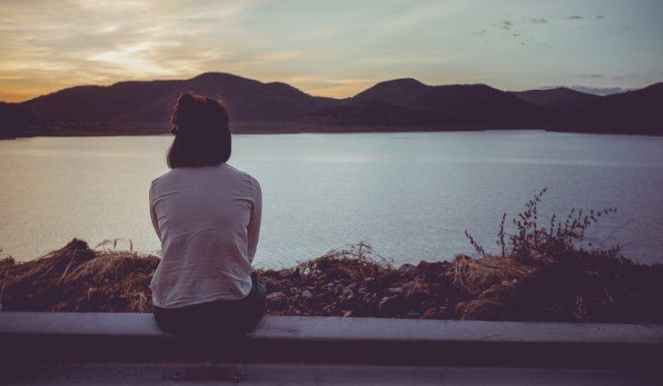 Una persona introvertida se siente abrumada más fácilmente por los estímulos externos