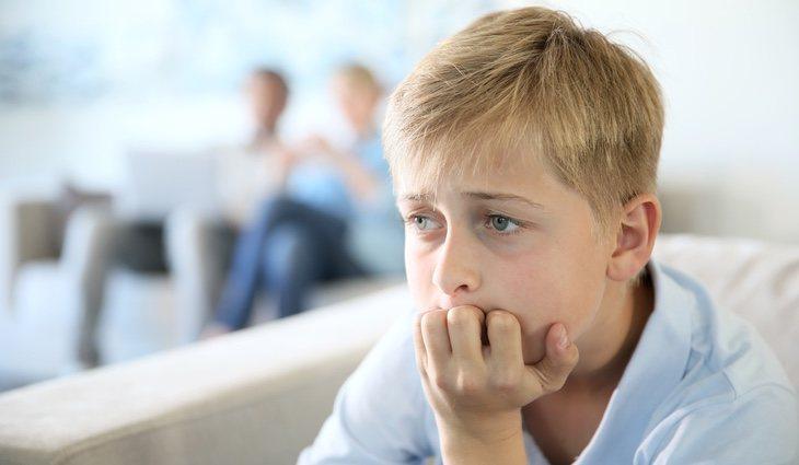 La ansiedad infantil puede aparecer por factores como la presión y el acoso escolar