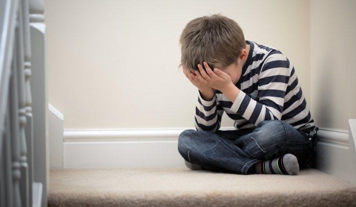 El miedo a estar a solas es otro síntomas que manifiestan los más pequeños