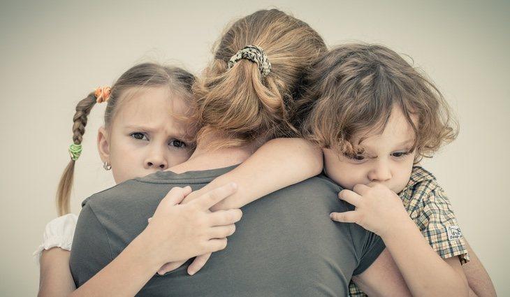 Hay que apoyarles en todo momento, demostrando afecto y explicando que no deben sentirse mal