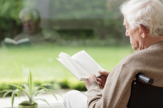 El edadismo se utilizó por primera vez por el gerontólogo Robert N. Butler