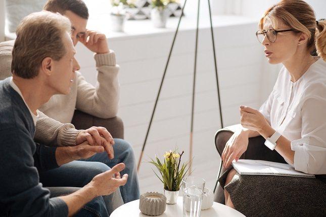 Las personas a menudo forman impresiones de otros muy rápidamente con una información mínima