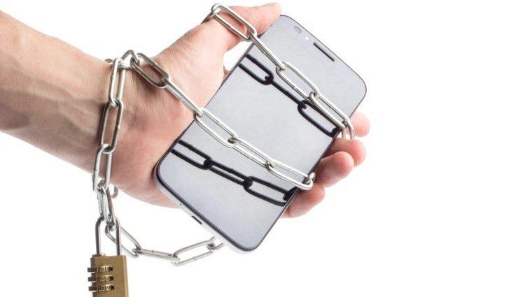 Prueba a dejar el móvil en casa en algunos momentos en los que no lo vayas a necesitas