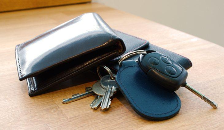 Coger las llaves o la cartera sin pensarlo antes de salir de casa, son actos que realizamos por inercia