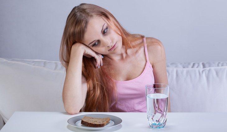 Las personas con esta fobia evitan cualquier comportamiento que pueda causar vómito, como comer