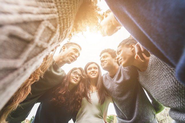 Una conducta se considera prosocial cuando está destinada a ayudar a otras personas