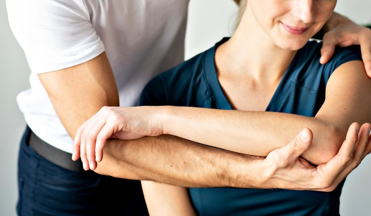 La fisioterapia es uno de los tratamientos que se utilizan para mitigar los sintomas de la basofobia