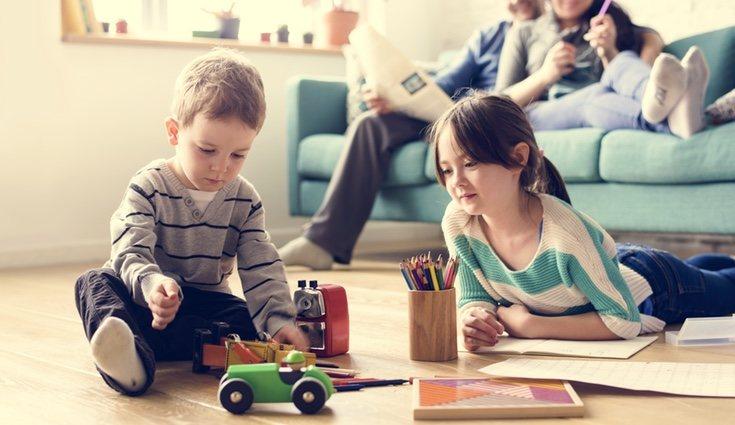 Es recomendable, si se tienen varios hijos, trabajar la educación emocional en conjunto