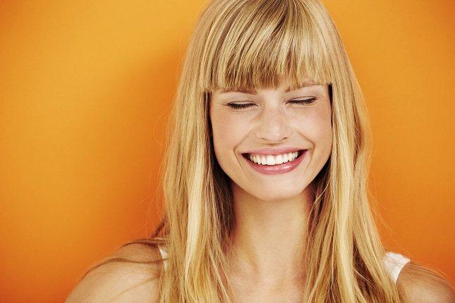 Las sonrisas reales arrugan los ojos