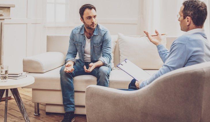 Consultar a un psicólogo también es una buena idea para disminuir la ansiedad