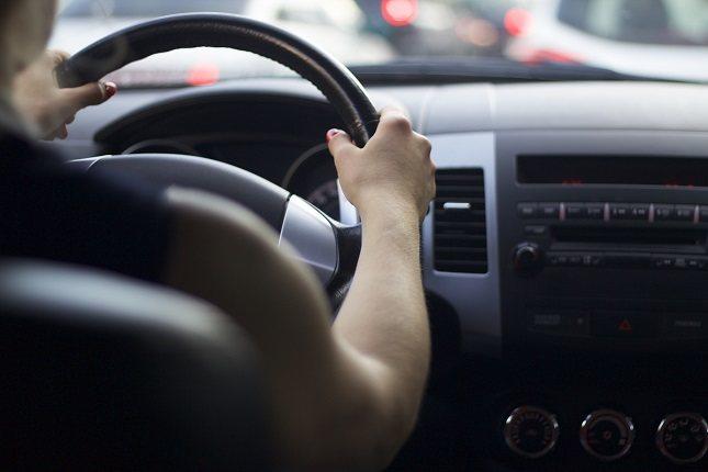 Si te sientes estresado antes de conducir, permítete un tiempo extra para viajar