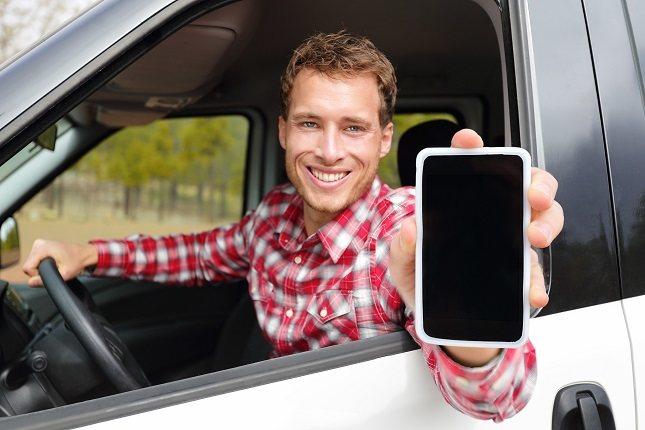 El móvil parece una parte más de las personas, como si fuese una extensión del cuerpo humano
