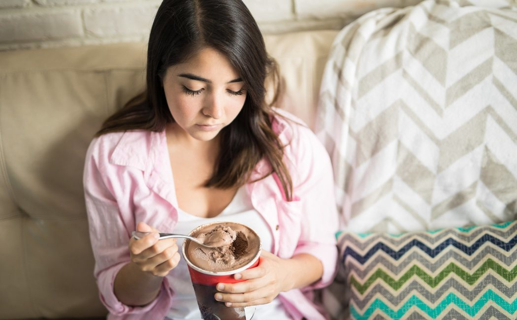 Aprende a dejar de comer de manera emocional