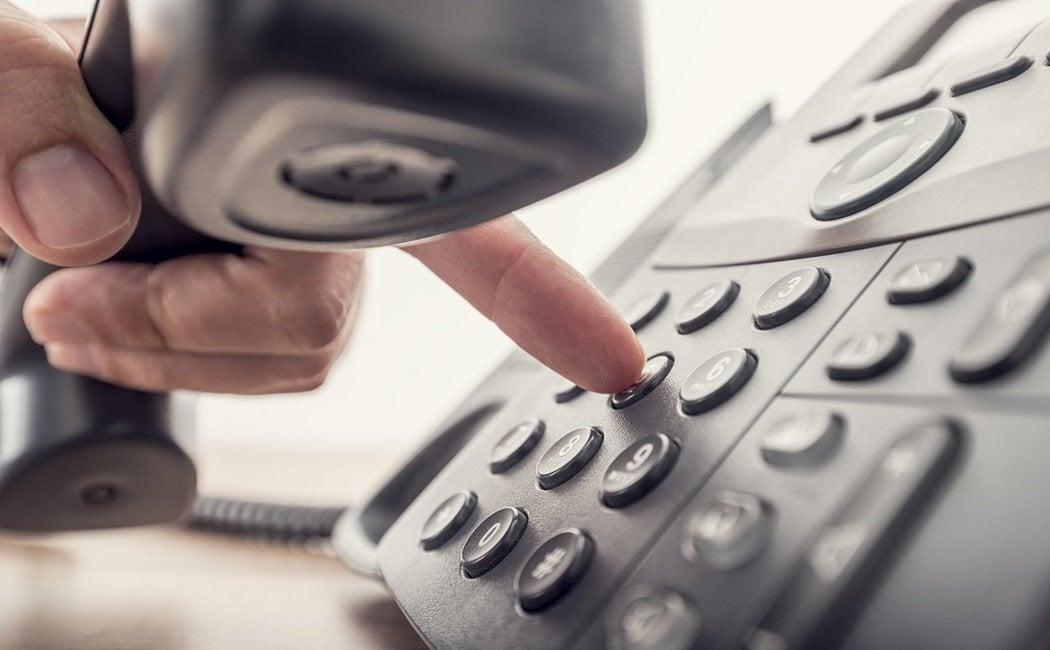 Cómo hacer una llamada en frío cuando estás muy enfadado