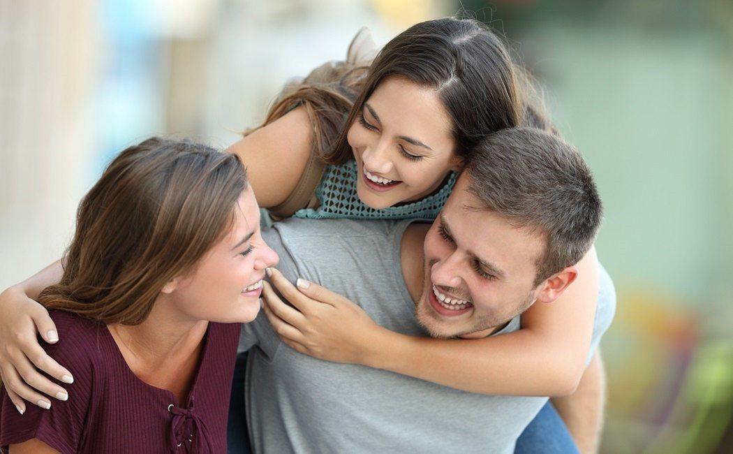 Mejora tus habilidades de escucha para fortalecer tus amistades