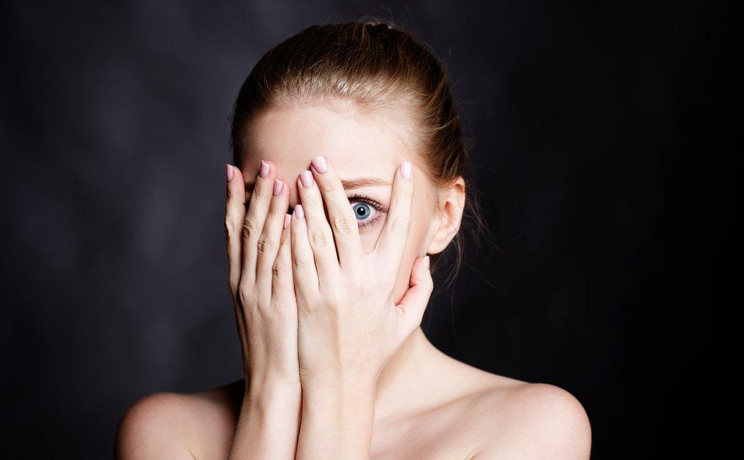Basofobia: en qué consiste este miedo más común de lo que se cree