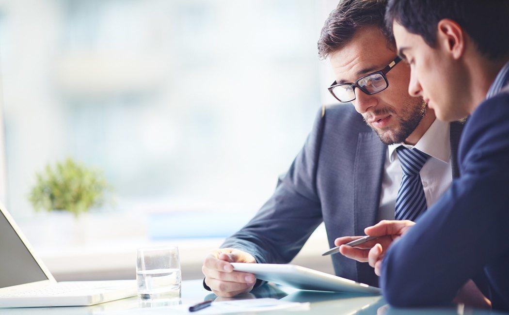 9 cosas que tu jefe quiere que hagas sin decírtelo