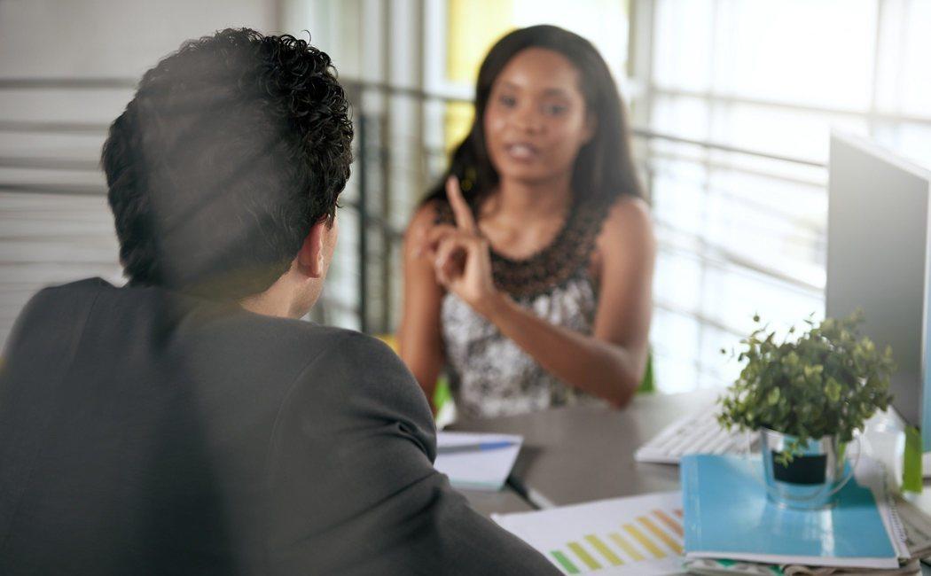 Cómo resolver conflictos en el lugar de trabajo