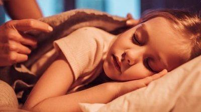 ¿Qué hacer cuando tu hijo no quiere dormir solo?