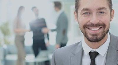 Cómo tener una personalidad más abierta con los empleados en el trabajo